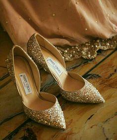 Check out amazing new heels for Wedding Dresses Near Me, Wedding Dress Cost, Fashion Handbags, Purses And Handbags, Fashion Shoes, Bridal Heels, Wedding Heels, Purse For Teens, Bridal Mehndi Dresses