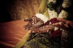 Pin for Later: 30 Stunning Mehndi Ideas to Inspire Your Wedding Henna Coming Up Roses This Pakistani-American bride wore traditional dress and complementary henna.