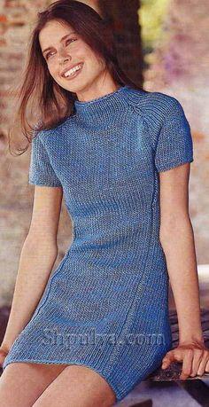 Мини-платье с вытачками, вязаное спицами