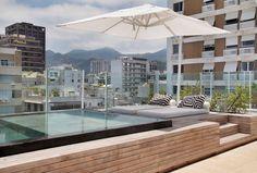 decoracao-terraco-com-piscina-cobertura-triplex-no-leblon-por-izabela-lessa