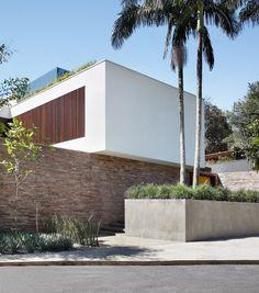 Gallery of AH House / Studio Guilherme Torres - 2