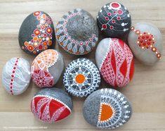 Piedras pintadas (rojo y naranja) / Painted stones (red and orange)