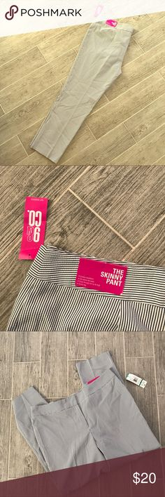 NWT skinny shear-sucker pants Brand new. Light weight Pants Ankle & Cropped