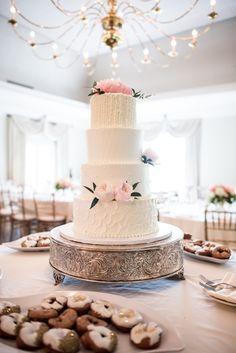 Featured Photographer: Eva Lin Photography; Wedding cake idea.