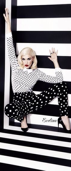 Gwen Stefani in black and white Gwen And Blake, Gwen Stefani And Blake, Gwen Stefani Style, Gewn Stefani, Dots Fashion, White Fashion, Fashion Outfits, Black Mode, Gwen Stefani No Doubt