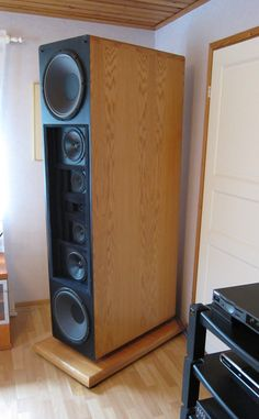 One of the most convincing sounding audio systems that I've heard in the recent past. Pro Audio Speakers, High End Speakers, High End Hifi, Audiophile Speakers, Speaker Amplifier, High End Audio, Built In Speakers, Hifi Audio, Speaker System