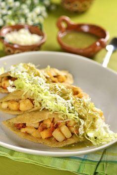 Quesadillitas de papa y chorizo - Breakfast Toast ideas - Recetas Chicken Parmesan Recipes, Honey Garlic Chicken, Mexican Dishes, Mexican Food Recipes, Ethnic Recipes, Good Food, Yummy Food, Tasty, Awesome Food