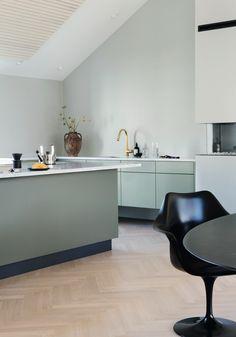 Totalinnredning til leilighet i Kristiansand Affordable Home Decor, Cheap Home Decor, Diy Kitchen Storage, Kitchen Decor, Mexican Home Decor, Kitchen Benches, Bespoke Kitchens, Beautiful Kitchens, Interior Design Kitchen