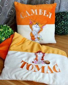 cushions with wonders cats embroidery designs
