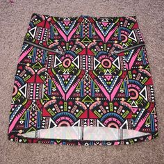 H&M tribal zippered skirt small 6 H&M tribal zippered skirt small 6 Says it's a 6 fits more like a 2 or small H&M Skirts