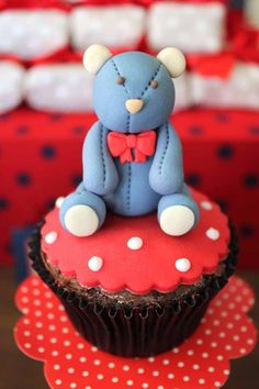 How to Make a Teddy Bear Fondant Cake - Spaceships and Laser Beams