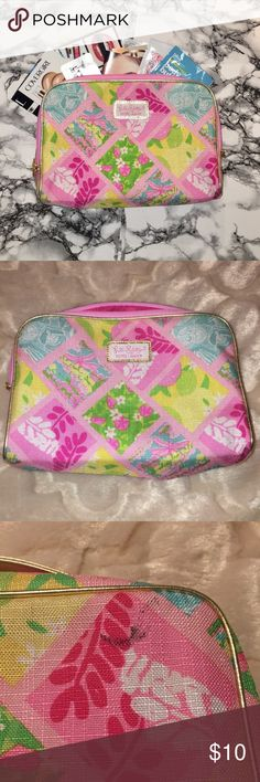 Lilly Pulitzer Estée Lauder Makeup Bag + Samples This is a large Lilly Pulitzer Estée Lauder Makeup bag. It has a zip closure and gold handle on top. This has never been used, but there is a small black stain on the back of it. This may wash out but I haven't tried. Approx 5x8x3 inches. Includes 21 hair/skin/makeup samples from brands such as Briogeo, It Cosmetics, Estée Lauder, Urban Decay, Benefit & more!  *FREE gift included with this purchase!!!* Lilly Pulitzer Bags Cosmetic Bags & Cases