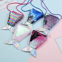 Mermaid Tail Sequins Coin Purse For Girls Main Material: Polyester Item Height: 6.5cm Item Length: 10.5cm Item Width: 1cm Ages Recommended: > 4 Years Old Cute Purses, Purses And Bags, Birthday Return Gifts, Mermaid Purse, Mermaid Tails For Kids, Kids Purse, Jolie Lingerie, Girls Bags, Cute Bags
