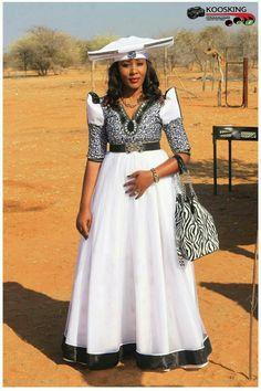 African Fashion Traditional, Traditional Dresses, African Dresses For Women, African Fashion Dresses, African Print Fashion, Africa Fashion, African Print Wedding Dress, Xhosa Attire, South Afrika
