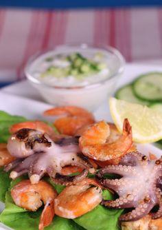 Fructe de mare la grătar cu sos tzatziki la doar 200 Calorii #fructedemare #cina Potato Salad, Shrimp, Potatoes, Tzatziki, Meat, Chicken, Cooking, Ethnic Recipes, Drinks