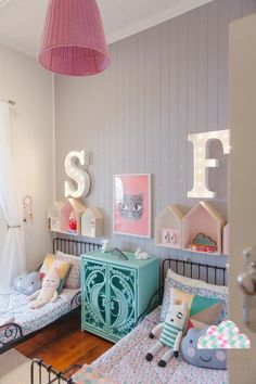 This is one cool kid's bedroom. Your twins would love to share a room that stylish.  Follow us @mysleepymonkey for more nursery and kid's room decor inspiration! Check out our latest article: The Ultimate Wall Decals Guide: Discover Our 34 Essential Tips https://goo.gl/NV6xES