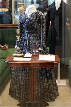 This is the dress Ainsley is wearing when she meets up with Innes at the start of the book 1850s Fashion, Victorian Fashion, Vintage Fashion, Historical Costume, Historical Clothing, Vintage Dresses, Vintage Outfits, Civil War Dress, 19th Century Fashion
