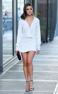 Olivia Culpo Street Style: How to Get Her Look Olivia Culpo, Pernas Sexy, Long Sleeve Mini Dress, Street Style, Looks Black, Beautiful Legs, Classy Outfits, Sexy Legs, Sexy Dresses