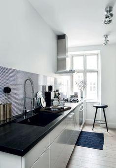 Køkken med grafiske fliser