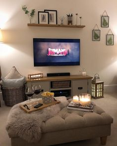Cosy Sunday night in with red wine, snacks, candlelight and my current favourite film!👌🏼 If you haven't seen the new Jumanji film then yo… Lounge Decor, Lounge Seating, Cosy Lounge Ideas, Cosy Home Ideas, Bar Lounge, Living Tv, New Living Room, Living Room Decor With Tv, Cosy Living Room Decor