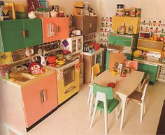 Fantastic retro dollhouse!