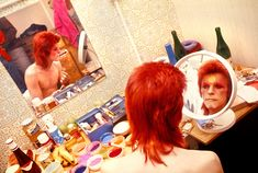 Mick Rock. David Bowie.  Makeup, Circle Mirror, 1973 https://www.taschen.com/pages/en/catalogue/artists_editions/all/24356/facts.mick_rock_david_bowie_makeup_circle_mirror_1973.htm