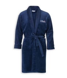 Jamesport Blue Bathrobe. By Newport Collection. Soft and stylish white bathrobe with Newport logo. Made from 100% micro fleece in Turkey. Unisex. Öko-Tex. Available colors: Blue and White. #Newport #Newportcollection #Jamesport #bathrobe