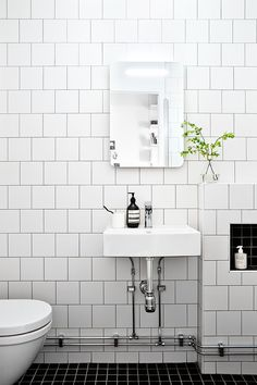 Gorgeous Black And White Subway Tiles Bathroom Design Bad Inspiration, Bathroom Inspiration, Bathroom Flooring, Bathroom Wall, Bathroom Ideas, Bathroom Storage, Bathroom Organization, Master Bathroom, Redo Bathroom