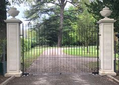 What an entrance gate! Discreetly designed not to distract from the beautiful surroundings. Attached to stone pillars, check out the subtle bars placed to prevent animals getting in through the sides. Front Gate Design, Fence Design, Garden Design, Front Gates, Entrance Gates, Modern Fencing And Gates, Concrete Fence Wall, Pillar Design, Gate Post