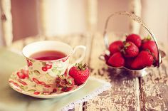 strawberry tea cup and strawberries to eat! The only thing missing is a hunk of dark chocolate (melted, for dipping! Milk Shakes, Chocolate Cafe, Strawberry Roses, Strawberry Fields, Strawberry Kitchen, Strawberry Summer, Strawberry Shortcake, Strawberry Patch, Summer Fruit