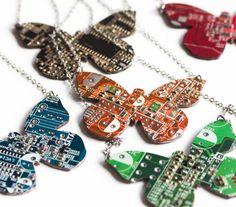 Collier papillon geek - bijoux contemporains - recyclé bijoux ordinateur
