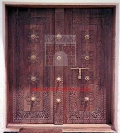 typical Lamu carved door: gorgeous!