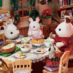Calico Critters Families, Critters 3, Sylvania Families, Fall Diy, Miniture Things, Puzzle Art, Cute Dolls, Vintage Toys, Decoration