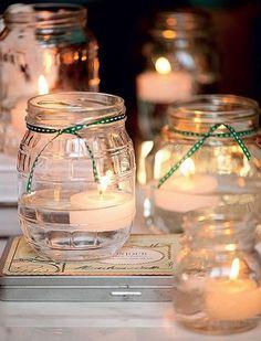 Velas flutuantes dentro de potes com água são um charme‿ ❀♥♥ 。\|/ 。☆ ♥♥ New Years Decorations, Light Decorations, Christmas Decorations, Table Decorations, Candle Lanterns, Candle Jars, Candles, Diy Christmas Lights, Christmas Diy
