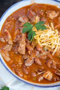 chili recipe My Pulled Pork Chili recipe is an easy slow cooker recipe that is great as an easy weeknight meal for your family. Full of tender slow cooked and incredibly flavorful pork, b Chilli Recipes, Mexican Food Recipes, Soup Recipes, Recipes Dinner, Easy Recipes, Ethnic Recipes, Slow Cooked Meals, Crock Pot Cooking, Cooking Chili