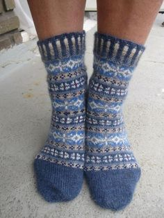 Who dosen't like fuzzy socks? #bluesocks #happyfeet #fuzzysocks Crochet Socks, Knitting Socks, Hand Knitting, Knitting Patterns, Sock Crafts, Blue Socks, Fair Isles, Fair Isle Knitting, Knitted Gloves