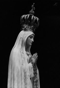 """chi-the-rho: """"Our Lady of Fatima. Our Lady is ever so inwardly and outwardly beautiful. The woman I love, our Blessed Mother. Religious Images, Religious Icons, Religious Art, Madonna, Catholic Wallpaper, Lady Of Fatima, Praying The Rosary, Saint Esprit, Queen Of Heaven"""