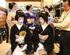 Important message for tourists in Kyoto  Geiko and senior maiko from Miyagawacho posed for promotional photos of Kyo Odori 2014.  Kyo Odori will take place in April. Geiko Kofuku and Toshimana with maiko Kimihiro, Kikushino and Toshichika