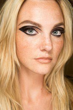 Graphic Black Eyeliner - get the look