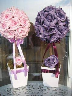*****Valor unitário de cada topiara G******  Lindas estas topiaras no tamanho G, nas cores lilás & roxo, estas contém 32 rosas rosas cada uma, em e.v.a material perfeito pois imita o toque,aparência e textura de uma rosa natural.  Perfeito mesmo para decoração da mesa principal de sua festa como mesa de doces,bolos ou a que voce decidir! pois é uma decoração ímpar!  Arranjo mede: vaso: 11x11 altura total 37 cm.  Rosas dipsoníveis nas cores,lilás,roxo,branco puro,rosa,laranja,champagne, pink...