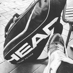Avvantaggiarsi a smaltire la cena di stasera.  #tennis #sport #workout #nike #head #blackandwhite #igers #igersitalia #photo #waiting #bw #love #life #bw