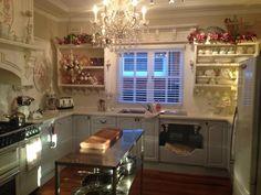 sunset in the kitchen Cute Kitchen, Kitchen And Bath, Vintage Kitchen, Kitchen Dining, Kitchen Ideas, Dining Rooms, Cottage Kitchens, Home Kitchens, Barbie Kitchen