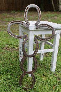 I just found 35 Horseshoes, and this is a good idea.., Rustic Horseshoe Cross. (Mom gift idea?)