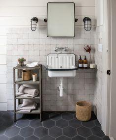 Home Interior Salas black and white bathroom design.Home Interior Salas black and white bathroom design Diy Zimmer, Bathroom Flooring, Cement Bathroom, Bathroom Wall, Tile Bathrooms, Bathroom Layout, Dream Bathrooms, Bathroom Colors, Washroom