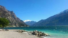Spiaggia a Limone sul Garda #Repost @charlott.t   #italy #lagodigarda #lakegarda #gardasee #gardalake #limone #limonesulgarda #photogc #instagarda #instadaily #gardaoutdoors #view #blue #mountains #sky #sunshine #memories #2012 #traveling #travel #holiday #vacation #amore #liebe #homeawayfromhome #wanderlust #nofilter