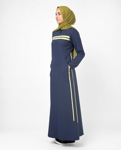 Search no more for a classically-styled Jilbab with understated elegance perfect for every season and every occasion! We've got it right here in this sporty chic Jilbab, specially styled for you lovely sister! Grab yours Today! Casual Hijab Outfit, Casual Dresses, Abaya Fashion, Fashion Dresses, Sweat Shirt, Chic Outfits, Sport Outfits, Sport Chic, Sport Style