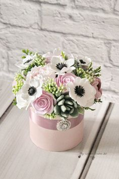 Flower box Flower decoration Eternal flowers Mother's Day Flower Hat Box Rose Gift Box Home Decor Gifts Anniversary Gifts It is a stunning keepsake for her to Hat Box Flowers, Flower Box Gift, Box Roses, Flower Hats, Clay Flowers, Flower Boxes, Mothers Day Flowers Images, Mother's Day Bouquet, Bouquet Flowers