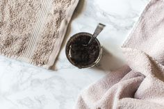 DIY-ohje vartalon kahvikuorintavoiteelle.  #kahvi #kuorinta #coffee #scrub #ihonhoito #luonnonkosmetikka Druzy Ring, Rings, Diy, Accessories, Jewelry, Jewlery, Bricolage, Jewerly, Ring