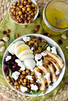 Bol-repas au poulet, oeufs et pois chiches grillés - 15 recettes de bols-repas à essayer