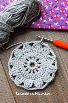 Crochet Motif Raad met draad: Finnish granny square pattern in English Granny Square Crochet Pattern, Crochet Squares, Crochet Granny, Crochet Motif, Crochet Shawl, Crochet Lace, Crochet Patterns, Double Crochet, Granny Square Häkelanleitung